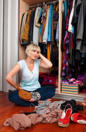 Fotalia_ClosetClutter1-669x1024